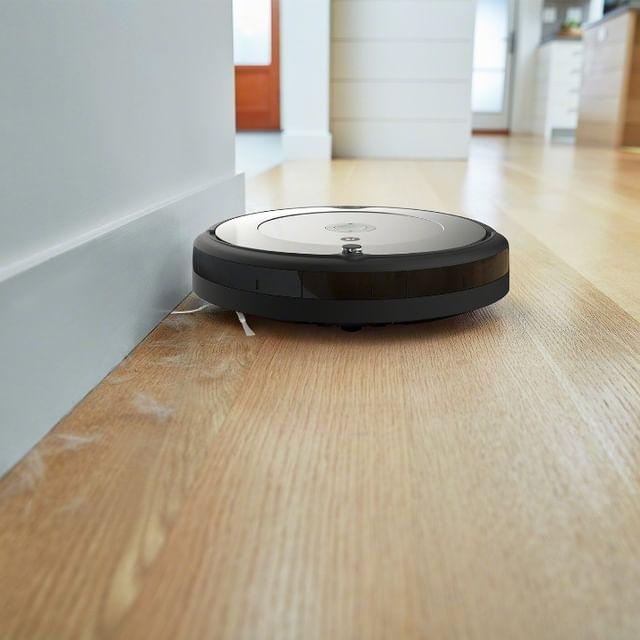 Back to basics! H #Roomba 698, με την τέλεια πλοήγηση iAdapt, προσφέρει όλα όσα χρειάζεστε για ένα ποιοτικό, ξεκούραστο καθάρισμα σε όλους τους τύπους δαπέδων. ➡ link in bio Αν δεν είναι από την iRobot®, δεν είναι Roomba® #irobot #irobotgreece #irobotgr #roomba